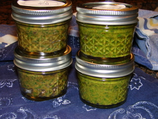 Easy Homemade Pesto #garden #recipe mylearningtable.com