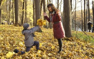 mother-and-son-864142_1280-1080x675